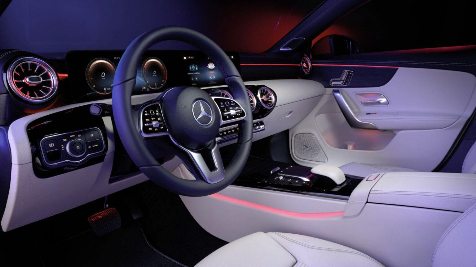 Mercedes-Benz CLA Coupé Interior volante 03